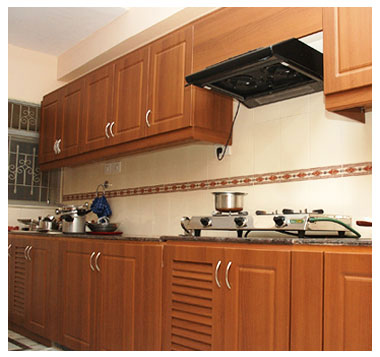 Kichan farnichar trendy indian kitchen designs ideas for Aluminium kitchen cabinets in chennai